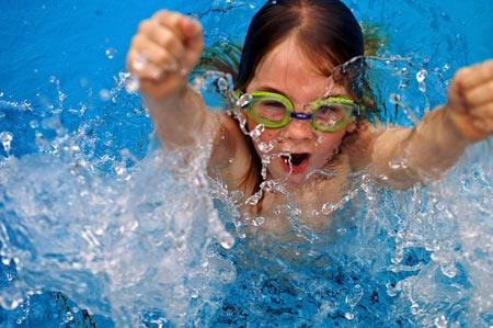 เด็กว่ายน้ำ - แม่และเด็ก